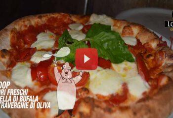 Preparazione Pizza con Bufala Campana DOP e Olio EVO